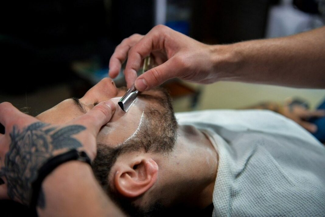 Королевское бритье бороды