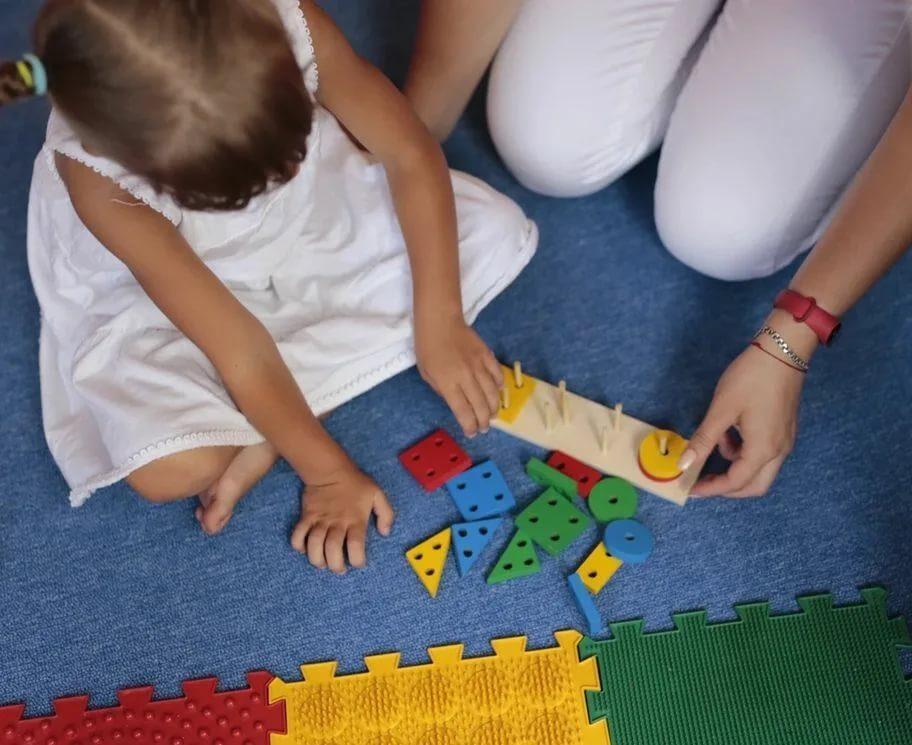 Игрушки для ребенка: как малыш познает мир, как выбрать качественные и практичные игрушки, как они помогают в развитии